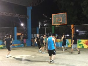 學校附近的籃球場
